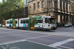 B2.2039 heads south on route 55 at William and Little Bourke Street