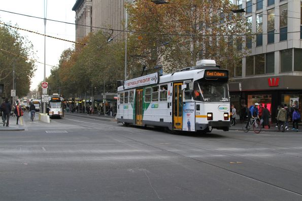 Z3.226 heads north on route 1 at Swanston and Collins Street