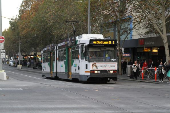 B2.2117 heads north on route 1 at Swanston and Collins Street