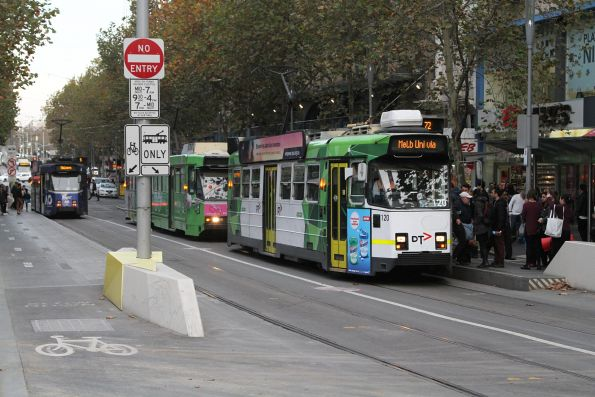 Z3.120 heads north on route 72 at Swanston and Collins Street