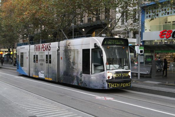 D1.3517 advertising 'Twin Peaks' heads north on route 5 at Swanston and Collins Street