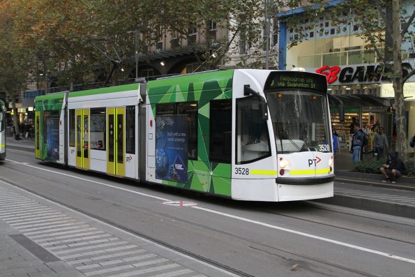 D1.3528 heads north at Swanston and Collins Street