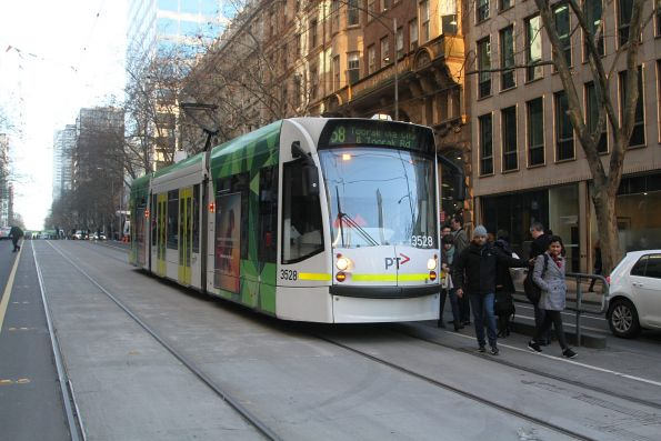 D1.3528 heads south on route 58 at William and Collins Street