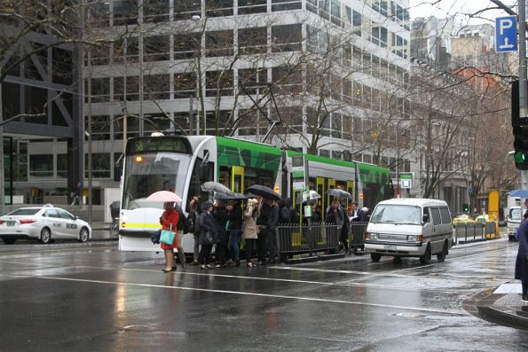 D1 class tram heads north on route 58 at William and Bourke Street