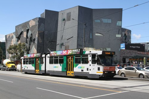 B2.2027 heads west on route 75 at Swanston and Flinders Street
