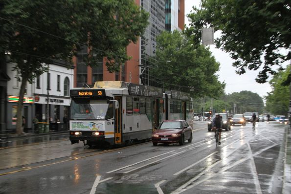 B2.2096 heads south on route 58 at William and Little Lonsdale Street