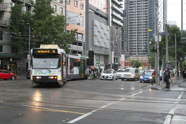B2.2042 turns from Spencer into La Trobe Street on route 86