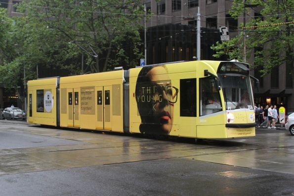 D1.3534 advertising 'Deakin' heads north on route 58 at William and Bourke Street