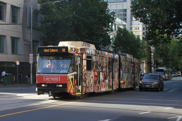 B2.2054 heads north on route 58 at William and Little Lonsdale Street