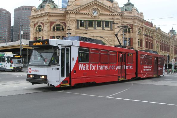 B2.2100 heads east on route 75 at Flinders and Swanston Street