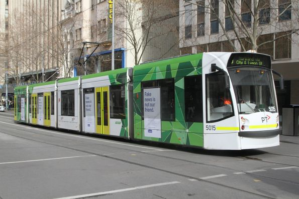 C.3019 heads north on route 6 at Swanston and Collins Street
