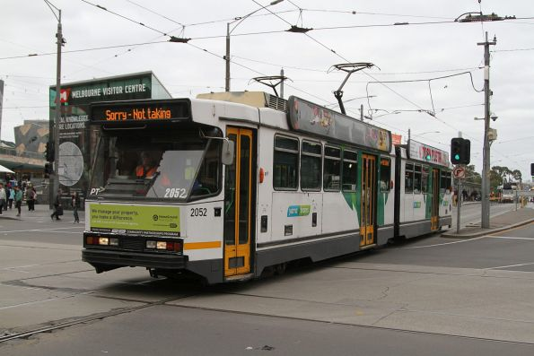 B2.2052 heads north out of service at Swanston and Flinders Street
