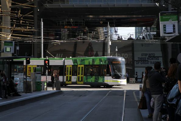 E2.6051 on route 96 turns from Spencer into Bourke Street