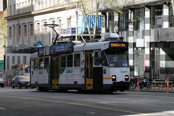 Z3.228 heads north on route 58a service at William and Little Collins Street