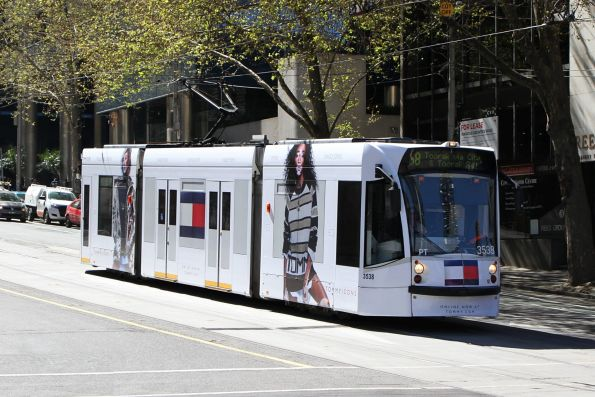 D1.3538 advertising 'Tommy Hilfiger' heads south on route 58 at Market and Flinders Street