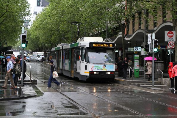 B2.2084 heads west on route 86 at Bourke and Swanston Street