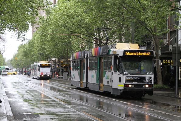 B2.2121 heads north on route 67 at Swanston and Bourke Street