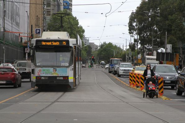 B2.2035 heads east on route 75 at Flinders and Swanston Street