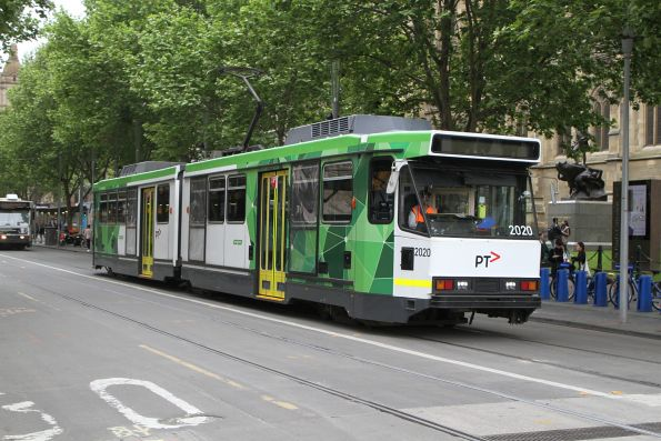 B2.2020 heads south on route 6 at Swanston and Flinders Street
