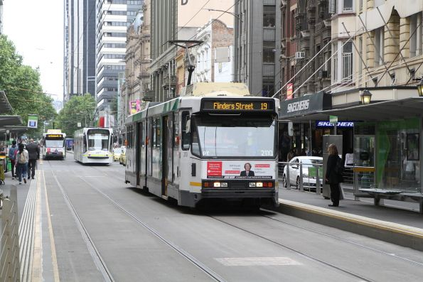 B2.2110 heads south on route 19 at Elizabeth and Collins Street