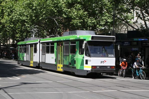 B2.2020 heads north on route 1 at Swanston and Bourke Street