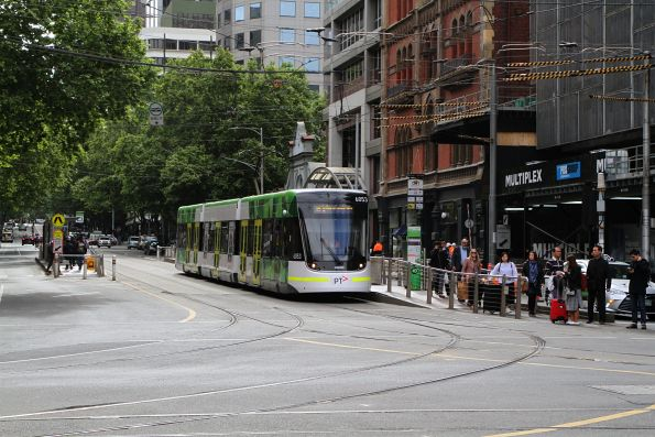 E2.6053 on route 86 about to turn from Bourke into Spencer Street