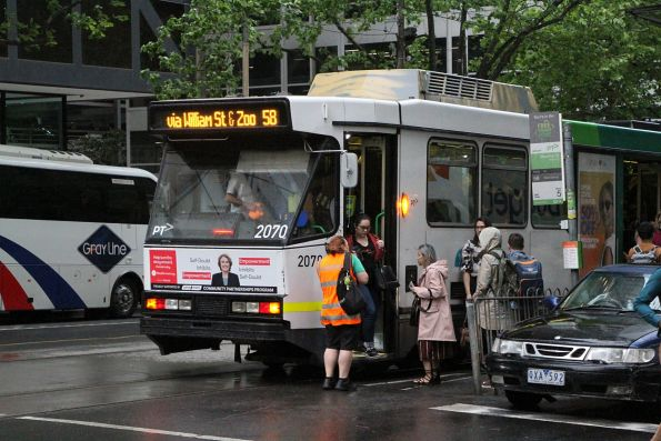 Driver change over for B2.2070 on route 58 at William and Bourke Street