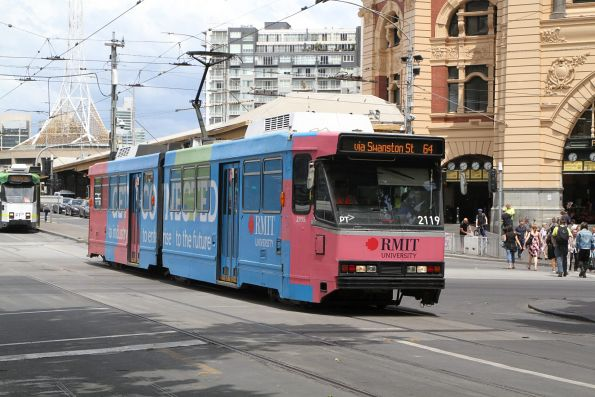 B2.2119 advertising 'RMIT' heads north on route 64 at Swanston and Flinders Street