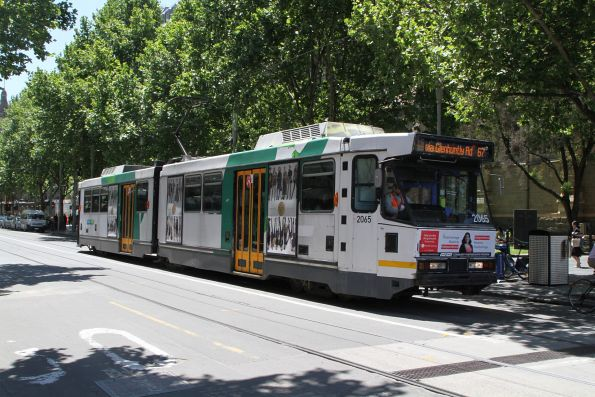 B2.2065 heads south on route 67 at Swanston and Flinders Street