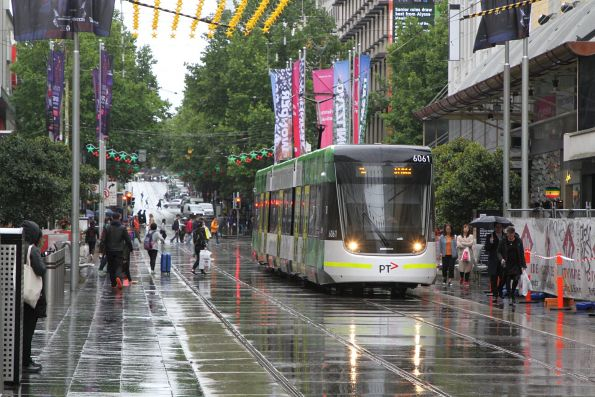 E2.6061 heads west on route 96 in the Bourke Street Mall