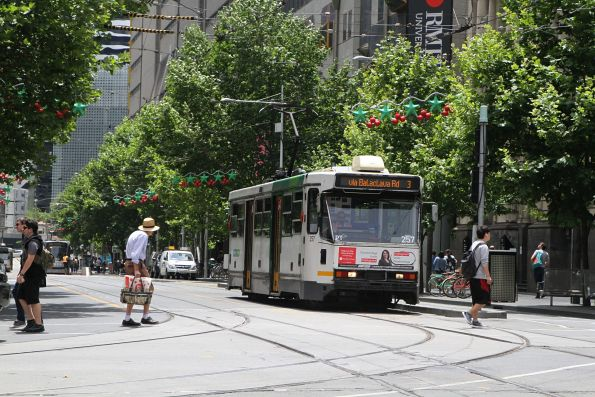 A1.257 heads south on route 3 at Swanston and La Trobe Street