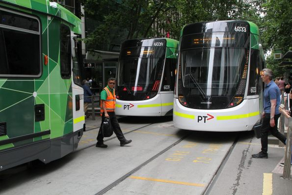 Ad hoc tram driver changeover at Bourke and Queen Street for B2.2007 and E.6033