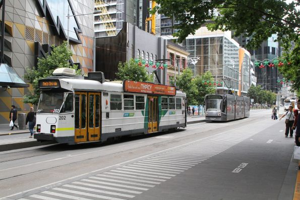 Z3.202 heads north at Swanston and A'Beckett Street