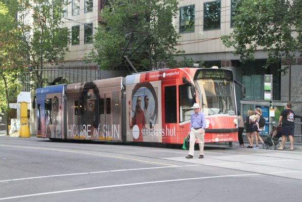 D1.3533 advertising 'Sunglass Hut' heads north on route 58 at William and Collins Street