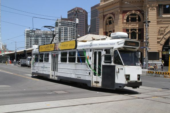 Z3.218 heads south on route 67 at Swanston and Flinders Street