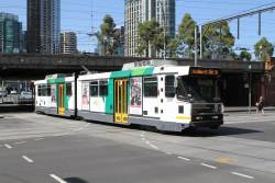 B2.2097 heads north on route 58 at Market and Flinders Street