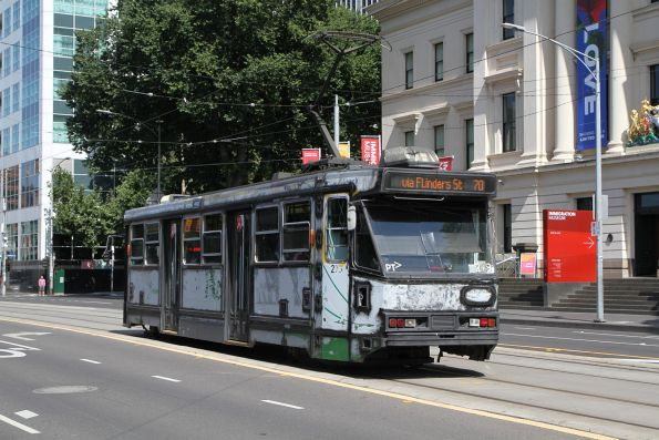 A2.278 stripped of advertising livery heads west on route 70 at Flinders and Market Street