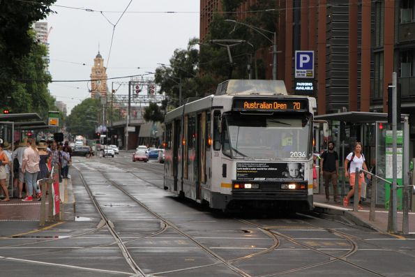 B2.2036 heads west on route 70 at Flinders and Spencer Street