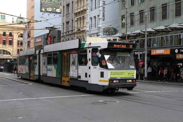 B2.2106 heads north on route 59 at Elizabeth Street and Flinders Lane