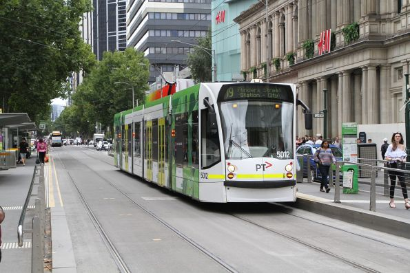 D2.5012 heads south on route 19 at Elizabeth and Bourke Street