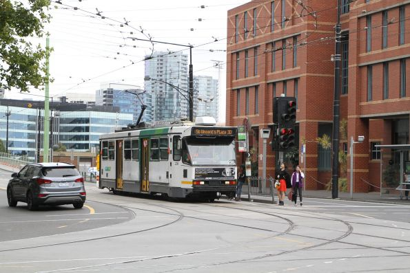 A1.238 heads east on route 30 at La Trobe and Spencer Street