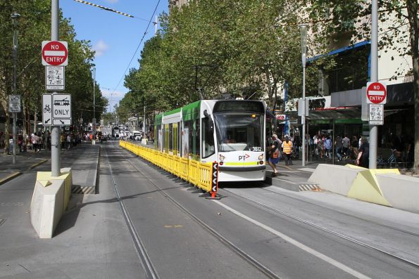 D1.3512 heads north on route 72 at Swanston and Collins Street
