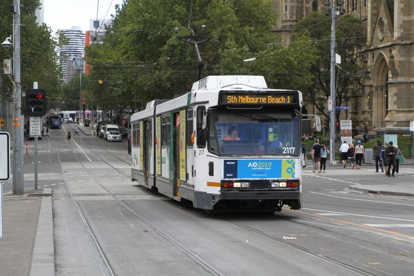 B2.2117 heads south on route 1 at Swanston and Flinders Street