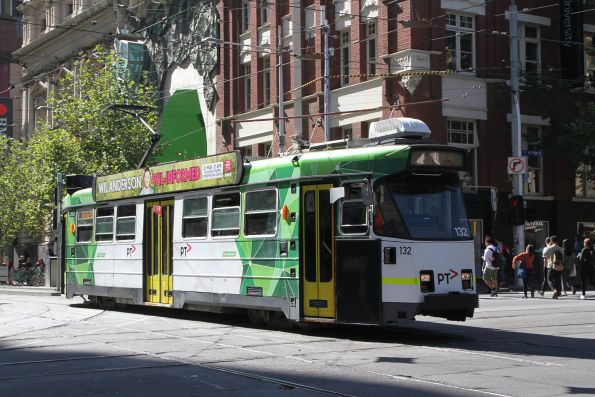 Z3.132 heads south on route 16 at Swanston and La Trobe Street