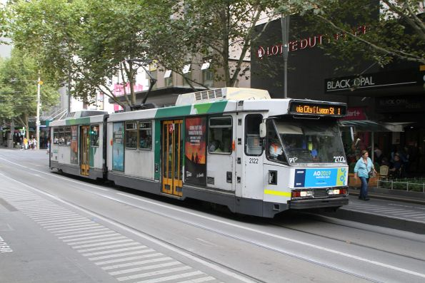 B2.2122 heads north on route 1 at Swanston and Bourke Street