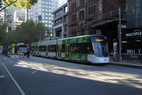 E2.6070 heads west on route 86 at Bourke and Spencer Street
