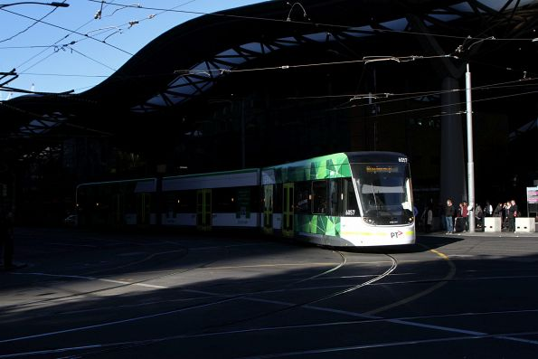 E2.6057 on route 96 turns from Spencer into Bourke Street