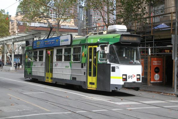 Z3.176 heads north on route 72 at Swanston Street and Flinders Lane