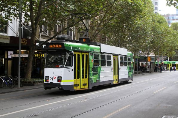 Z3.220 heads north on route 16 at Swanston and Bourke Street