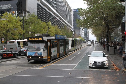 A2.287 on route 109d to Kew Tram Depot heads east at Collins and Spencer Street